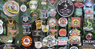 Adesivos de Moto Clubes em Estabelecimentos de Beira de Estrada