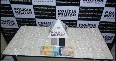 PM apreende mais de 180 papelotes de cocaína e dois homens são presos