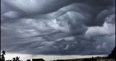 Nuvem rara é vista em Lagoa da Prata